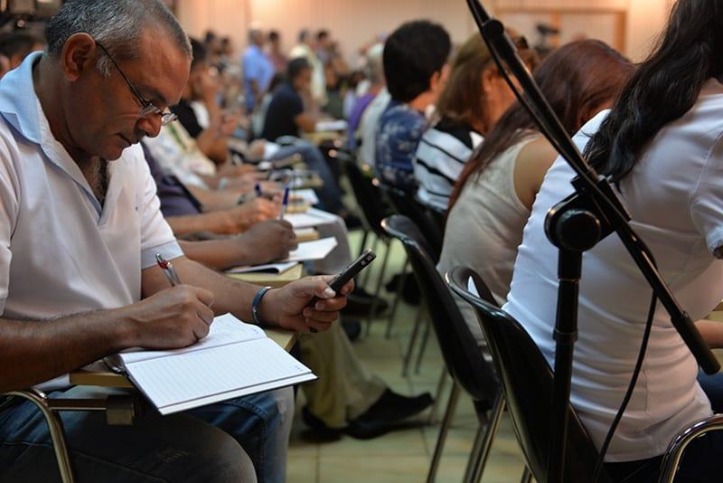 6.En Cuba el debate sobre los cambios en la prensa ocurre en las redacciones, en la Unión de Periodistas y en cualquier lugar donde se reúnan dos comunicadores. Foto: Raquel Pérez Díaz.