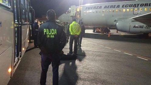 El gobierno ecuatoriano utiliza aviones militares para deportar a los cubanos. Foto: Luis Xavier Solis