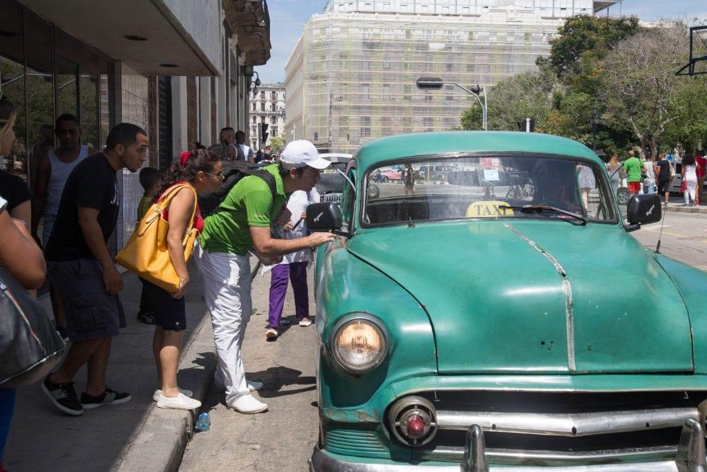 """Un taxi """"almendrón"""". Foto: Juan Suarez"""