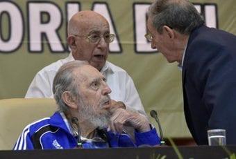 Fidel y Raúl Castro y José Ramón Machado Ventura.