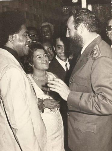 Fidel Castro y el delegado de Fiji en el Salón de Protocolo del Consejo de Estado (Mayo, 1974)