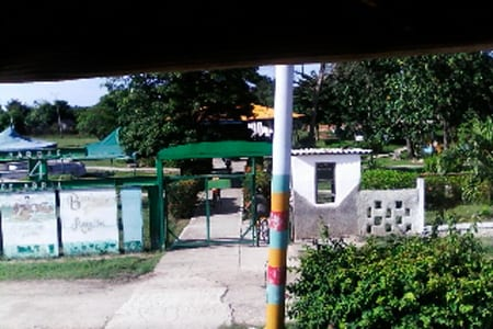 La entrada del parque de diversiones de Mayarí.
