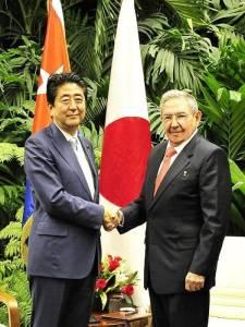 Shinzo Abe y Raúl Castro