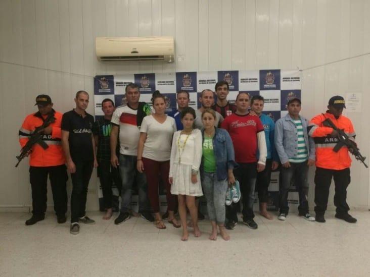 Los 12 inmigrantes cubanos.  Foto: hsbnoticias.com