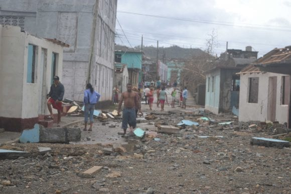 Una calle de Baracoa después del paso del huracán Matthew.