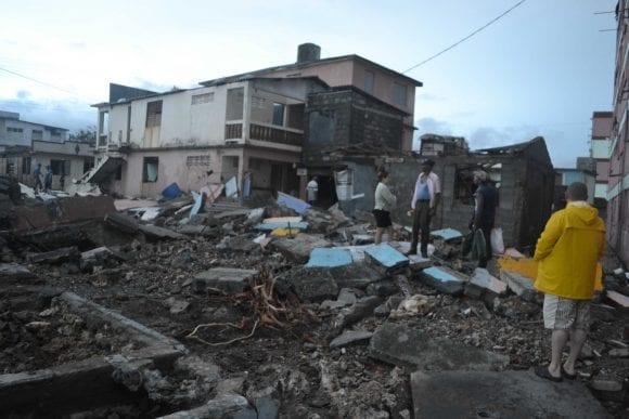 Una escena típica de Baracoa después del paso del huracán Matthew.  foto: cubadebate.cu