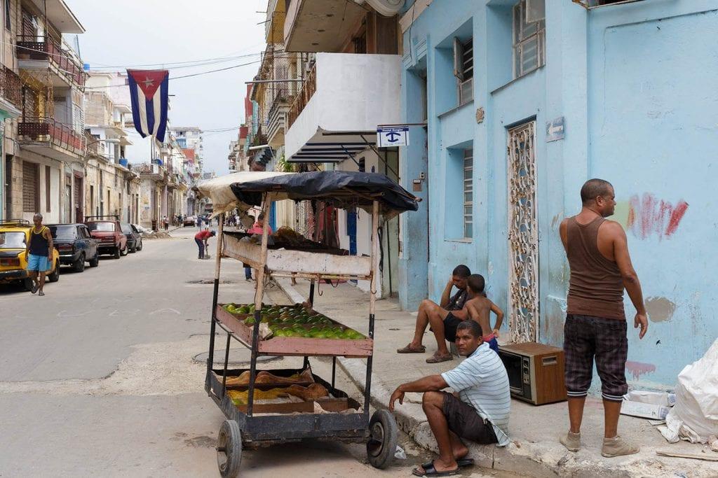 En la esquina. Foto: Juan Suárez