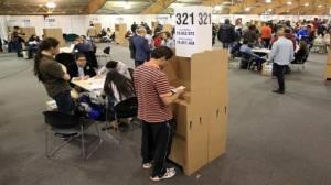 Los colombianos votaron el domingo en contra de los acuerdos de paz por un margen mínimo. Foto: telesurtv.net