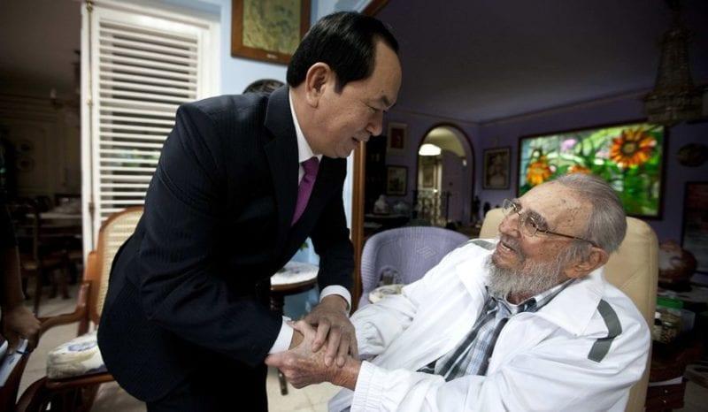 Foto de Fidel Castro del 15 de noviembre de 2016 cuando tuvo la vista del presidente de Vietnam, Tran Dai Quang en su casa.