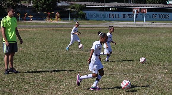Real Madrid entrena a niños y niñas en La Habana. Foto: José Raúl Concepción/ Cubadebate