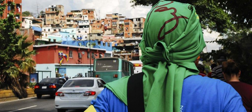 Caminante en Caracas.  Foto: Caridad