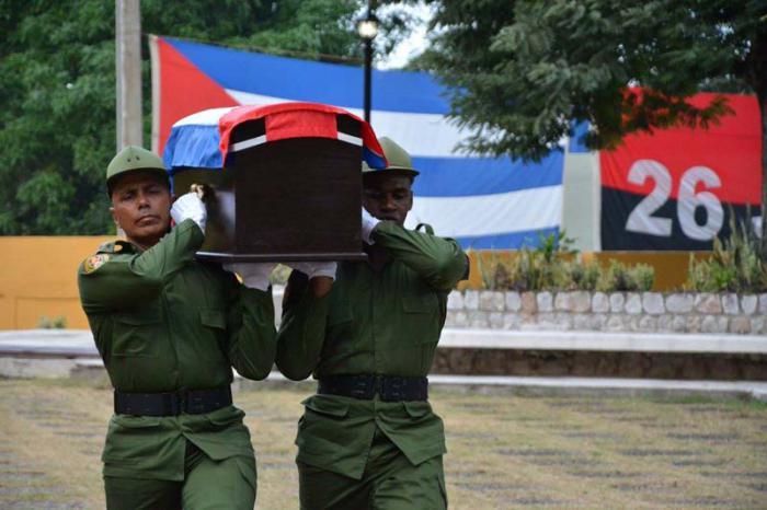 Las cenizas de Fidel Castro llegando ayer a Bayamo. foto: Periódico La Demajagua digital