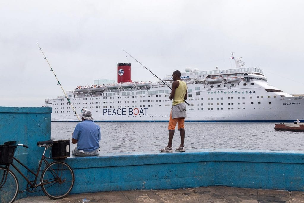 Los pescadores y el crucero.