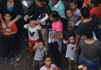 Futbolista campeona critica el mensaje excluyente de la Casa Blanca; Más sobre el estado de los niños presos en la frontera EEUU y Mexico, y otras noticias